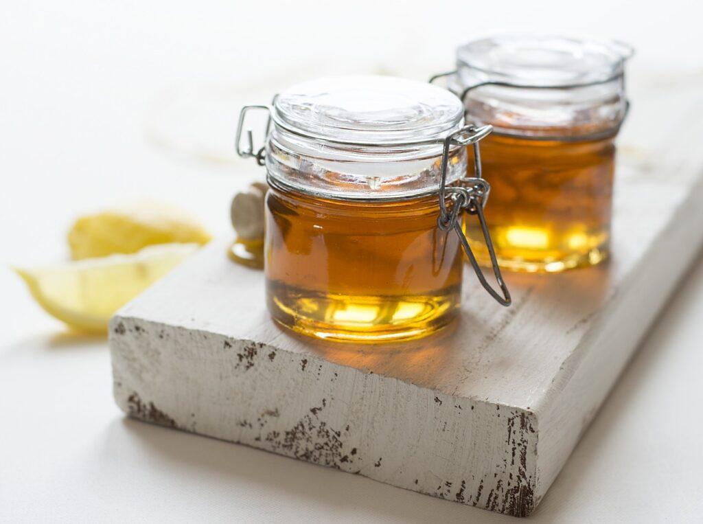 La miel puede ser usada como un hidratante suave para la piel