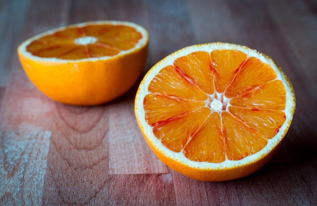 Las cáscaras de naranja contienen retinol que ayuda a reducir las cicatrices del acné